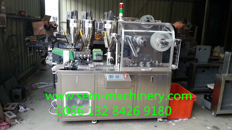 Automatic lip gloss liquid packing machine for cosometic